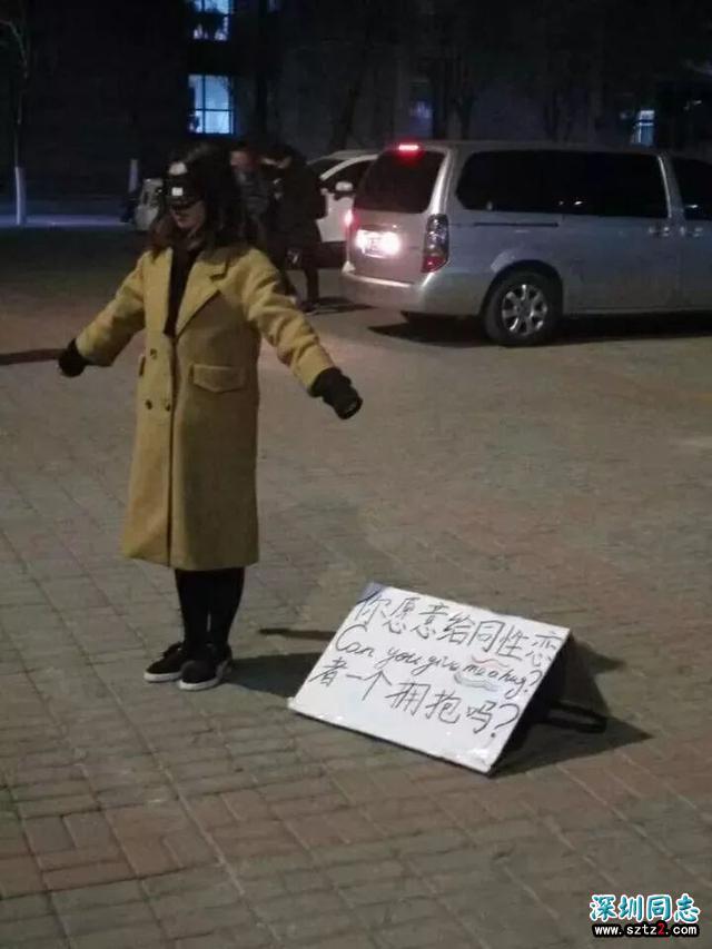 内蒙古工业大学同性恋在教学楼前求拥抱,你会给她拥抱吗?