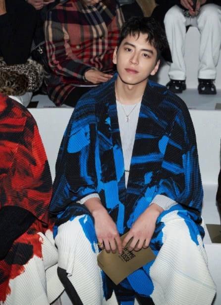 王大陆出席秋冬男装大秀,暖男形象,颇有日系风范